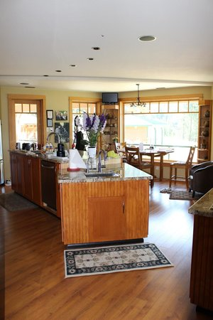 Country Ridge Bed and Breakfast: Kitchen