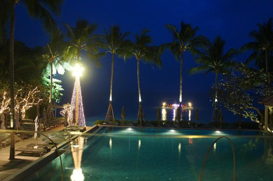 Le Meridien Koh Samui Resort & Spa : Night view from the second floor of the restaurant