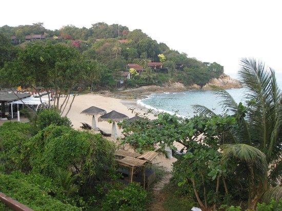 The Tongsai Bay : Вид на пляж от второго бассейна