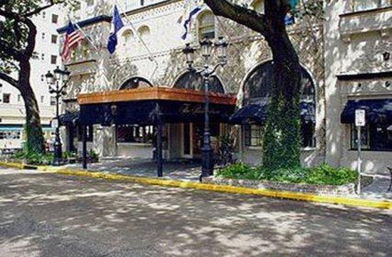 The Pontchartrain Hotel: Exterior