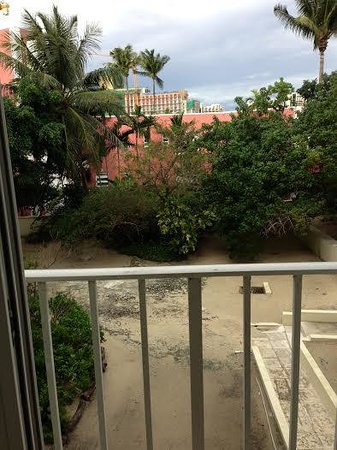 Breezes Resort & Spa Bahamas : Room view on side of building