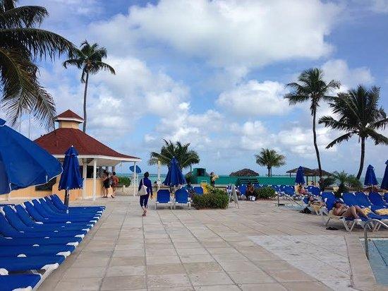 Breezes Resort & Spa Bahamas : Nice pool deck