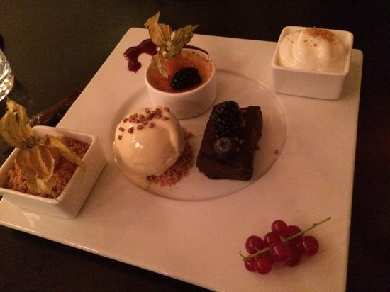 ION Adventure Hotel: Order the dessert platter - so good!
