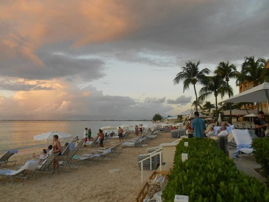 Grand Cayman Marriott Beach Resort: 7 Mile Beach behind the Marriott