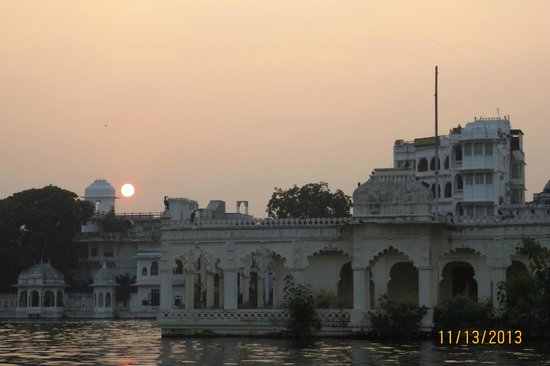 The Oberoi Udaivilas: Lake Pichola