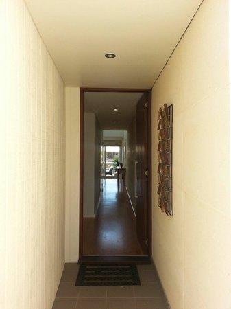 Alouarn Apartments: Front entrance