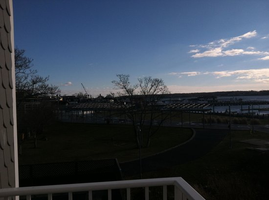 Harborfront Inn at Greenport: View from our balcony