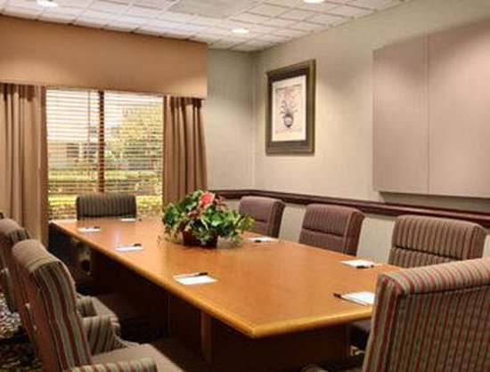 Wingate by Wyndham Charlotte Airport South/ I-77 Tyvola: Meeting Room