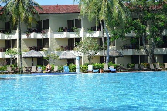 Holiday Villa Beach Resort Langkawi