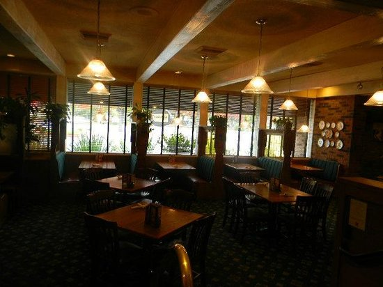 Marie Callender's: smokey glass partitioned booths