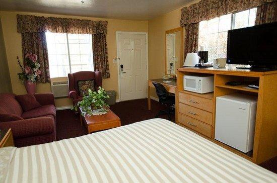 Tulip Inn Mt. Vernon: Deluxe Guest Room