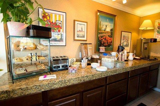 Tulip Inn Mt. Vernon: Complimentary Breakfast