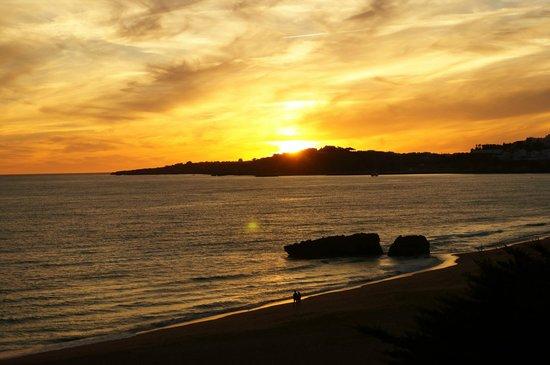 Auramar Beach Resort: Sunset from hotel