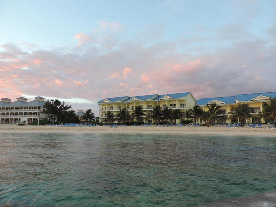 Wyndham Reef Resort: View from the dive boat