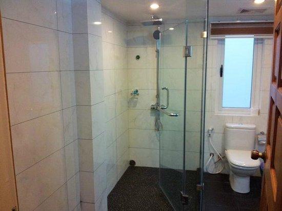 Hotel Wardan: bathroom