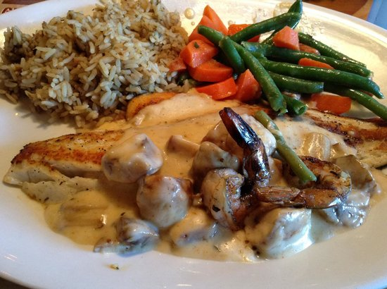 Joe's Crab Shack: Redfish Ponchartrain, dirty rice, carrots and green beans.