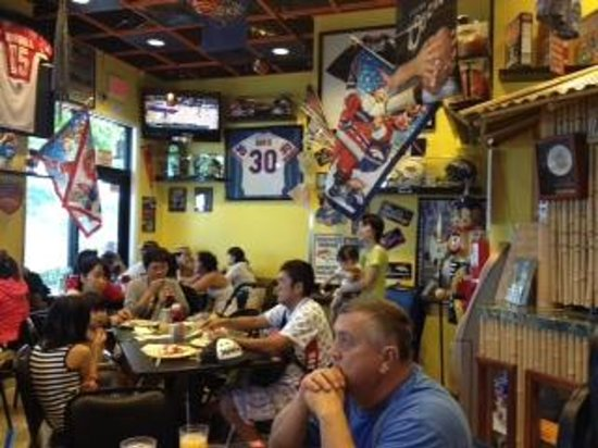 Boots & Kimo's Homestyle Kitchen: Tables crammed, filled with happy eaters!