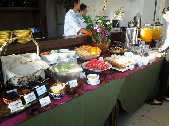 The Cocoon Boutique Hotel : Breakfast buffet