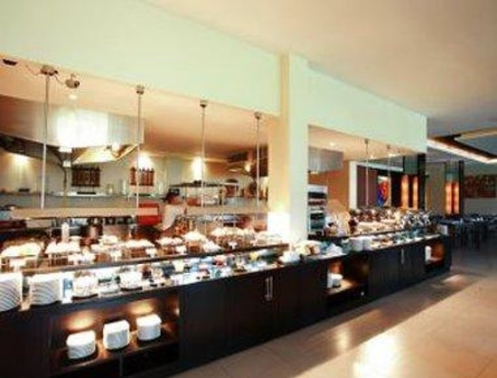 Ramada Khao Lak Resort : The Kitchen 1
