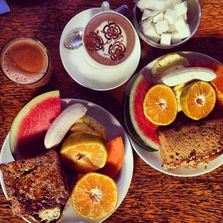 Kashi: French Toast, Hot chocolate and Masala Tea