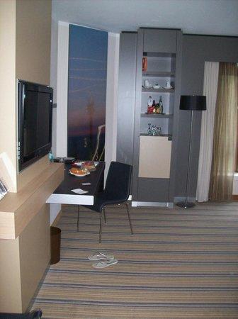 Crowne Plaza Dusseldorf: Guest room