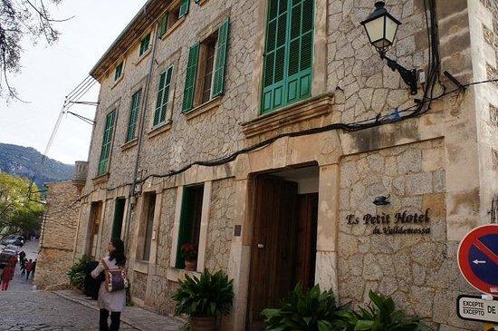 Es Petit Hotel de Valldemossa: outsaid