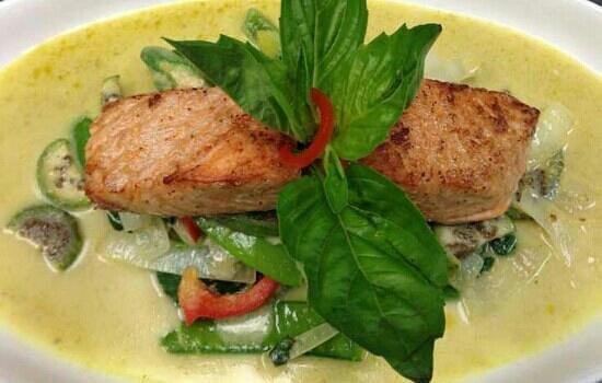 Salmon green curry