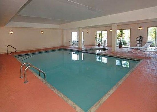 Comfort Inn & Suites Sugarloaf-Suwanee: Pool