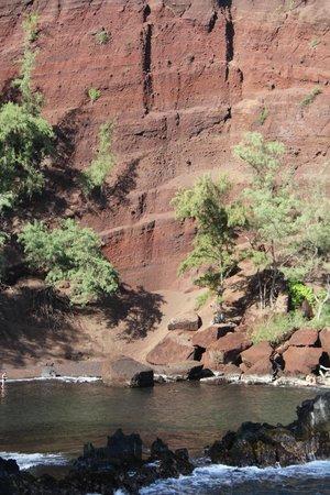 Awapuhi Adventures : Red sand beach