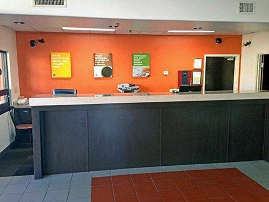 Motel 6 Tempe ASU : Lobby