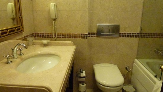Eresin Crown Hotel Sultanahmet: Standard bathroom