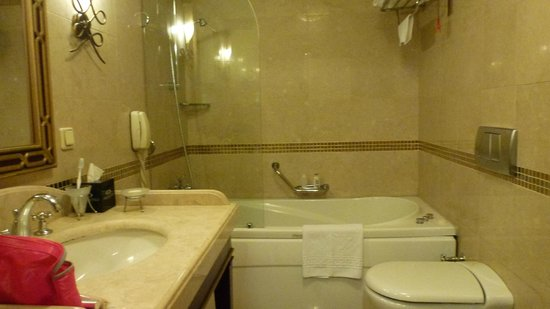 Eresin Crown Hotel Sultanahmet: Deluxe bathroom