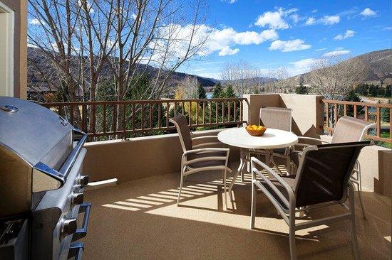 Lakeside Terrace : Two Bedroom Villa Balcony