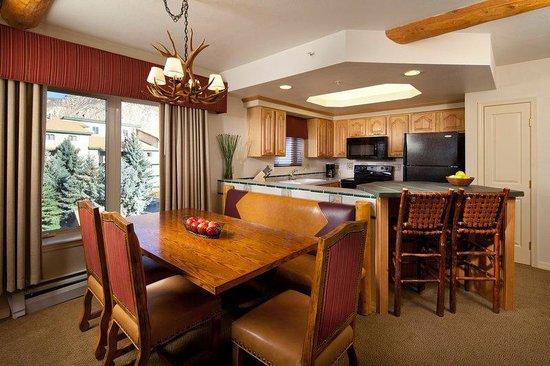Lakeside Terrace : Two Bedroom Villa Kitchen Dining