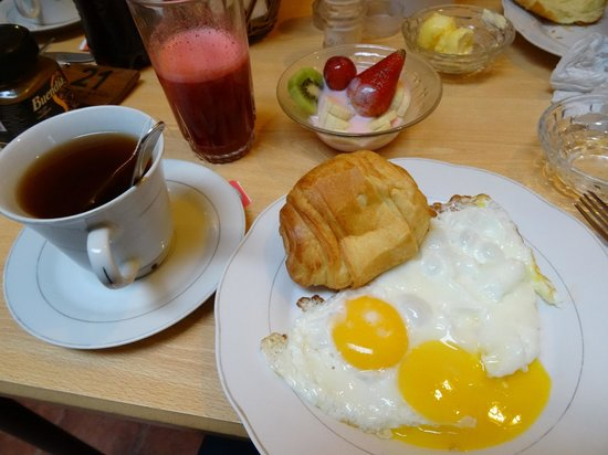 Hostal Mia Leticia : Breakfast.... YUM.
