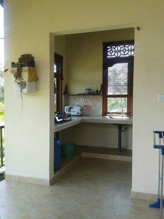 Dukuh Village Homestay: la cuisine de la suite sky view