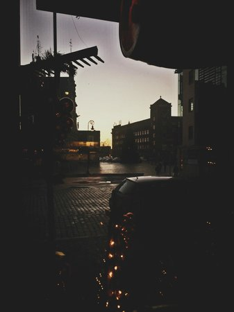 PROVINCE : Вид из окна ресторанчика