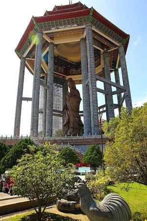 Kek Lok Si Temple: Goddness of Mercy statute