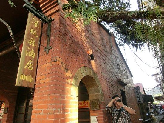 Shenkeng Tofu Street: a family sesame oil store