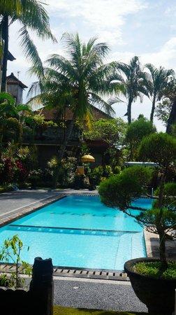 Cendana Resort and Spa: Front pool