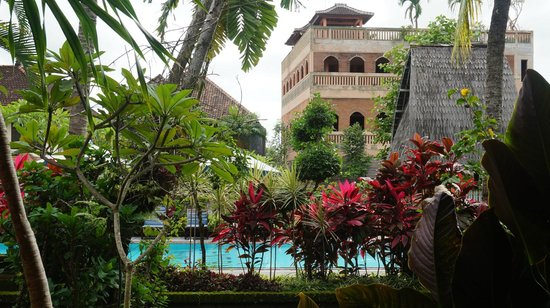 Cendana Resort and Spa: Gardens