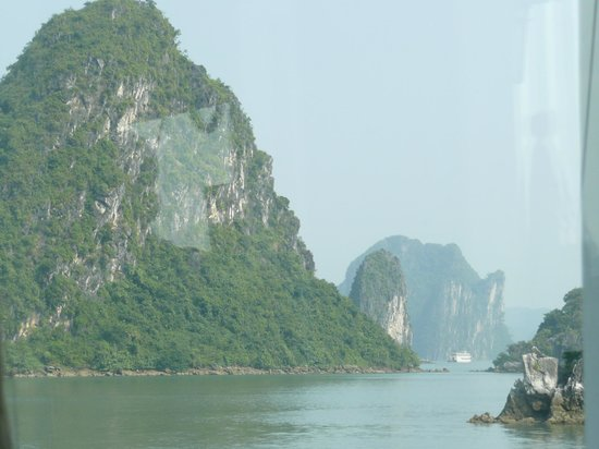 Ha Long Black Pearl Junk Day Cruise : So misty and so many islands we couldn't see the other 100+ boats visiting.