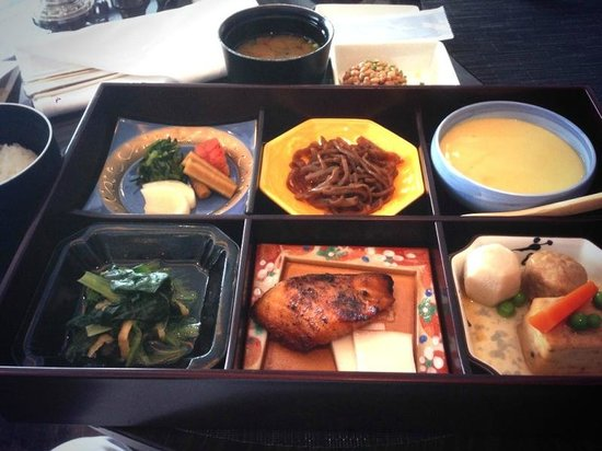 Shangri-La Hotel, Tokyo: ホライゾン・クラブ・ラウンジでの朝食、和朝食のセット
