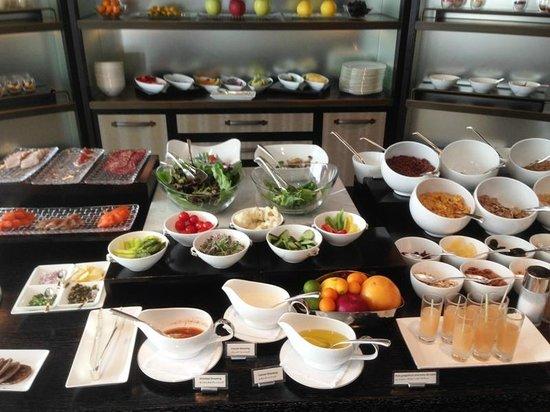 Shangri-La Hotel, Tokyo: ホライゾン・クラブ・ラウンジのフードプレゼンテーション(朝食)