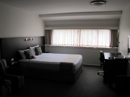 St Ives Apartments: Comfy queen size bed