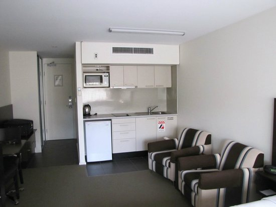 St Ives Apartments: Ample space