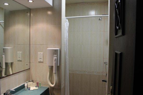 Golden Tulip Resort- Dibba: shower