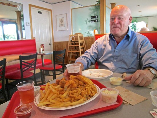 Lobster Hut: Brian with Seafood Platter
