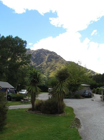 Queenstown TOP 10 Holiday Park : View from the decking
