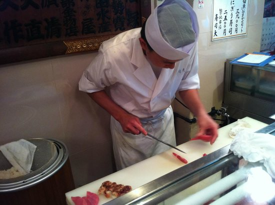 Sushidai: Chef preparing sushi